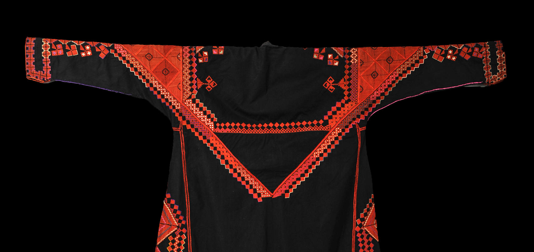2018.37.4 – Back of traditional woman's dress ('thob')from Saraqib, Syria. Black cotton with hand embroidered decoration in silk and metallic thread. Donated by Jenny Balfour Paul. Purchased by donor in Aleppo in 1985. ©Pitt Rivers Museum