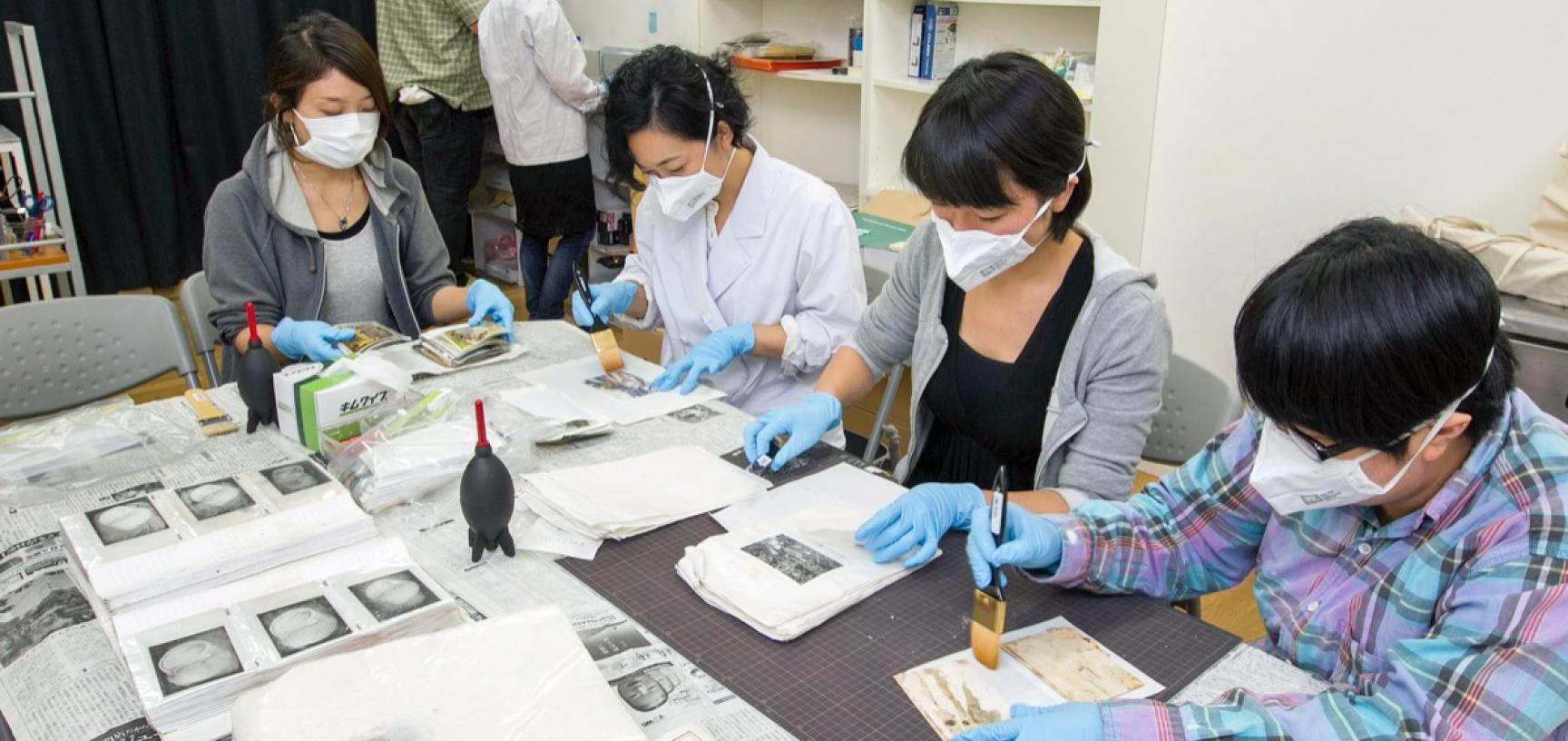 Conservation work being carried out by volunteers. (Copyright RD3 Project/Rikuzentakata City Museum)