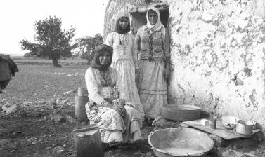 Group of Palestinian women working at archaeology excavation, 1932