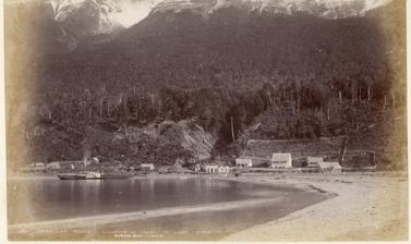 'Humboldt Range – Kinloch – Head of Lake Wakatipu'. Photograph by Alfred Burton for the Burton Brothers studio (Dunedin). Lake Wakatipu, South Island, New Zealand. Circa 1884.