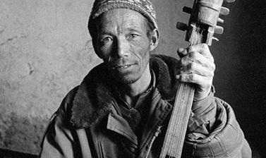 Tsering Tobgye, head Buchen from Phar, holding a kogpo, a horse-headed Tibetan lute.