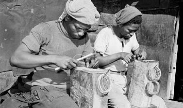 Craftsmen. Windermere, Cape Town, South Africa. Photograph by Bryan Heseltine. Circa 1949–1952. (Copyright Bryan Heseltine)