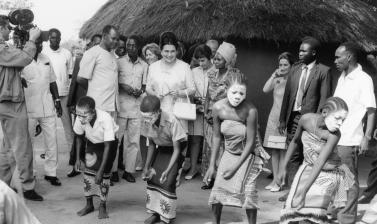 Tanzania, 1970. Jovanka Broz visiting the Museum of Village Houses in Dar es Salaam. (Copyright Museum of Yugoslavia, Belgrade)