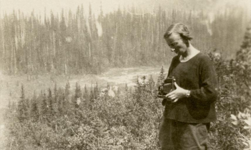 Beatrice Blackwood taking a photograph during her fieldwork in Yoho Valley, British Columbia, Canada, in 1925. Photographer unknown.